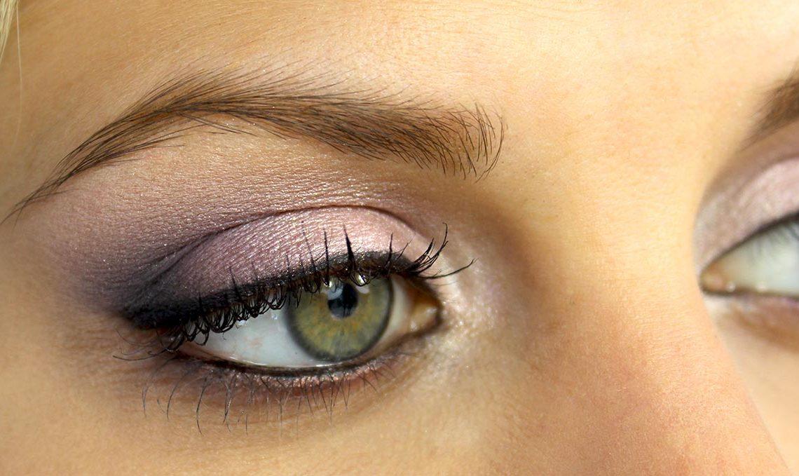 Astuces pour maquiller des yeux rapprochés